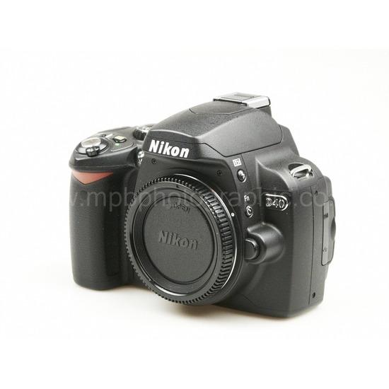 NIKON D40 + 18-55mm & 55-200mm Lens