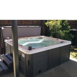Canadian Spa Toronto 5 - 6 Person Hot Tub