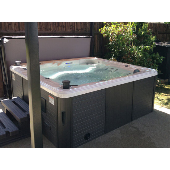 Canadian Spa Toronto 5 - 6 Person Hot Tub
