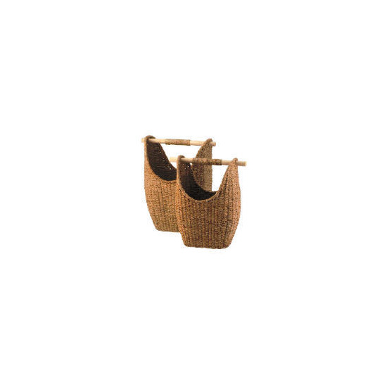 Seagrass round baskets with wooden handles