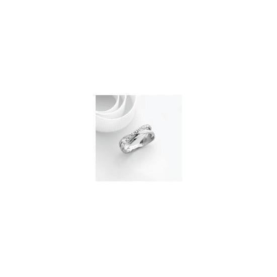 9ct white gold diamond ring M