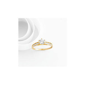 Photo of 9CT Gold Cubic Zirconia Ring Q Jewellery Woman