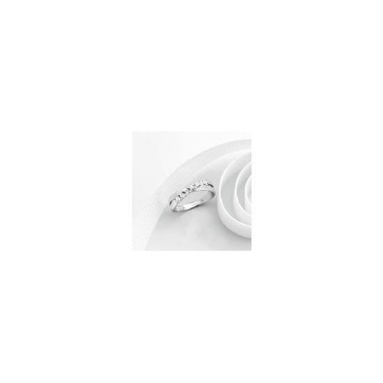 9ct white gold cubic zirconia ring Q