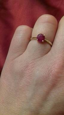 User supplied image of 9K Yellow Gold Burmese Ruby (Rnd) Solitaire Ring 1.000 Ct.