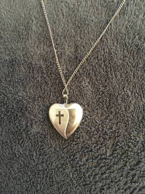 User supplied image of 9K White Gold Heart Locket Pendant, Gold wt 1.60 Gms