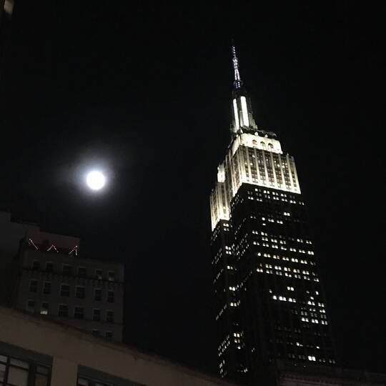 8ee899ae3d Full moon   the Empire State Building.