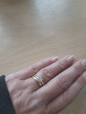 User supplied image of 9K Yellow Gold Diamond (Rnd) Solitaire Ring 0.500 Ct.