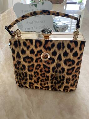 User supplied image of Leopard Pattern Tote Bag with Detachable Shoulder Strap (Size 22x14x18 Cm) - Yellow