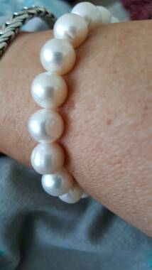 User supplied image of Freshwater White Pearl Bracelet (Size 7)