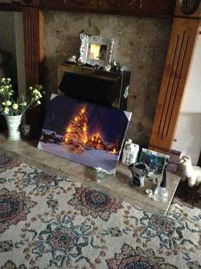 User supplied image of Christmas Tree 10 Warm White LED Canvas (Size 60x40 Cm) (2xAA Battery not Included)