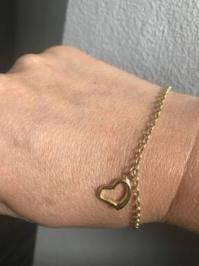 User supplied image of OTO- 9K Yellow Gold Bracelet (Size 7) with Heart Charm