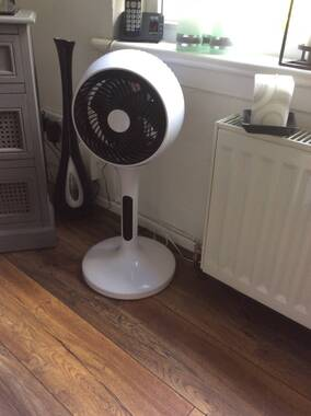 User supplied image of Super Auction - Circulate Fan with Remote Control, 3D Oscillation and 12 Wind Speed Settings (Size:59.1x30x30Cm) - Black and White